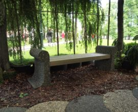 ландшафтный декор, дорожка и скамейка